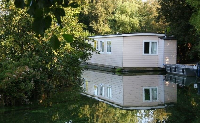23. Rent a Houseboat in Aalsmeer