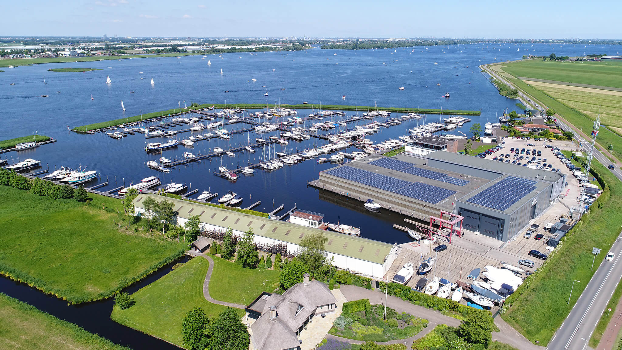 Aquacabin Kempers Watersport Aalsmeer - sleeping on the water