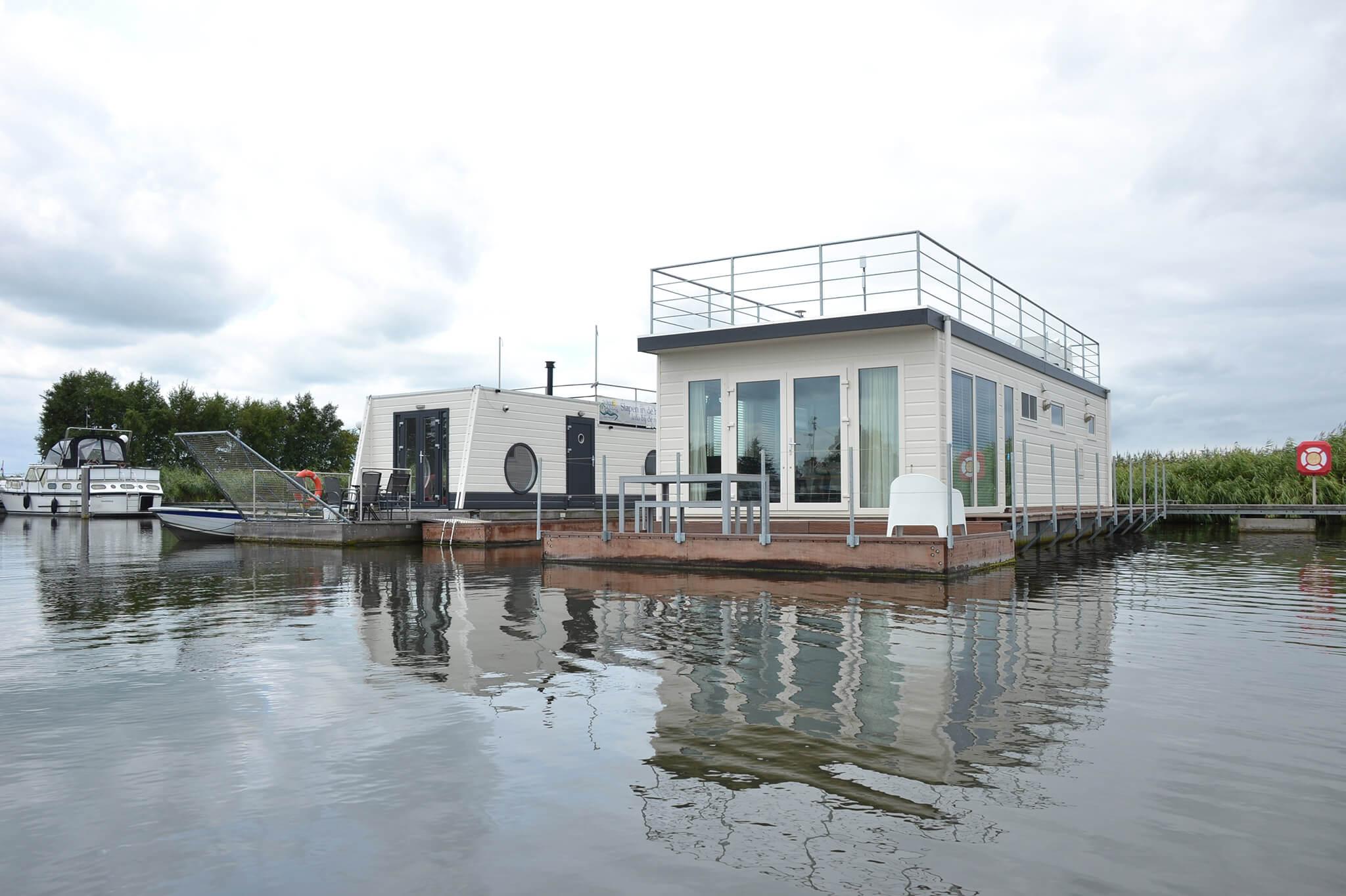 Aquacabin Kempers Watersport - Sleeping in the harbour Aalsmeer